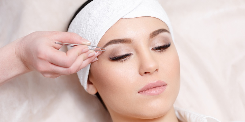 Short Guide to Threading Eyebrows and Shaping